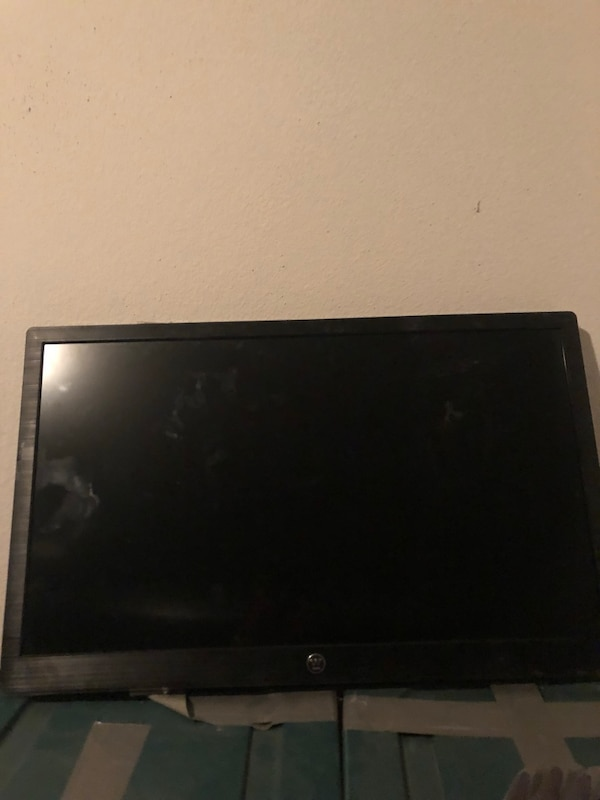 32 inch Dlat Screen has been in storage for 2 mo the barely used open box