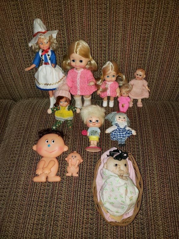 11 Different Dolls for $5.00 72ddbeda-eac0-4d03-962a-a8ae9d71256b