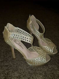 pair of gray peep-toe heel d'Orsay heel shoes Bakersfield