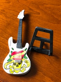 Ed Hardy wood guitar on stand (collectible) Vaughan, L6A 3T2