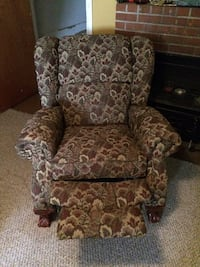 Lazy boy matching recliner and couch with dual recliners.  Professionally cleaned Vancouver, 98665