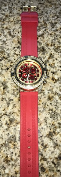 Round diamond-studded chronograph watch with red rubber strap Washington, 20019