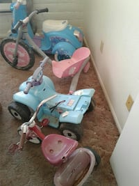 Group of 4 Toy Bikes / Scooters / Bicicletas