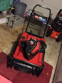 Well taken care of toro snow commander with new paddles  Milton, L9T