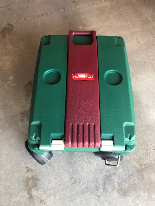 Rubbermaid Green 4 Wheeled Very Large Pull Handle Cooler 910e5b5a-6280-475c-97a0-bd5bf425bb73