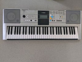 Yamaha Keyboard....YPT320.    Gently used and well loved Keyboard.