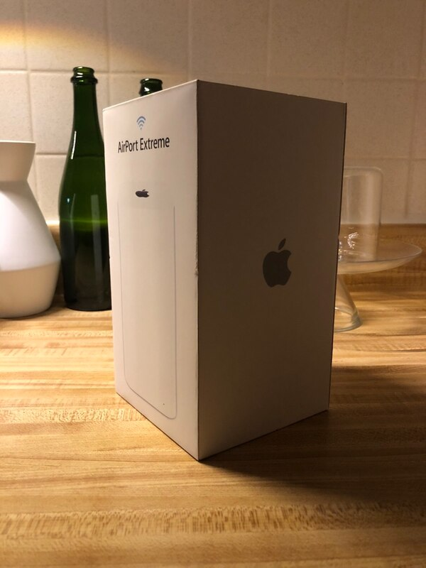 """Apple WiFi Router — """"Airport Extreme"""" — Like New"""
