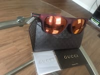 Men's Red Gucci glasses with case, cleaning cloth and card of authenticity  2269 mi