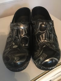Sanita clogs Black an Silver SZ 39 Quincy, 02169