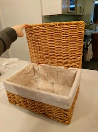 Woven gift basket w champagne glasses New York, 10016