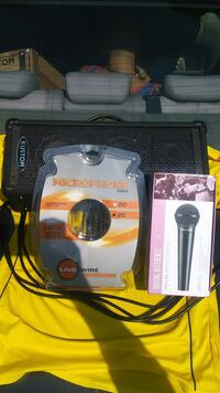 Vocal microphone with 25ft wire and kustom speaker Providence