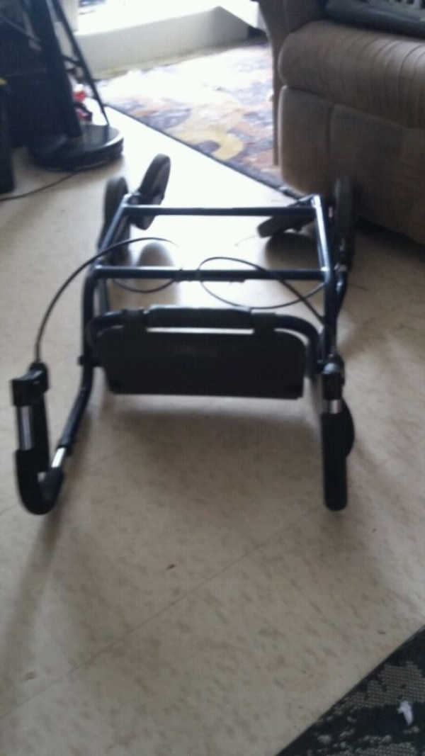 Walker used  folding  and a seat and hand  break s dd39b694-23d6-44e4-af09-61a0efad6e96