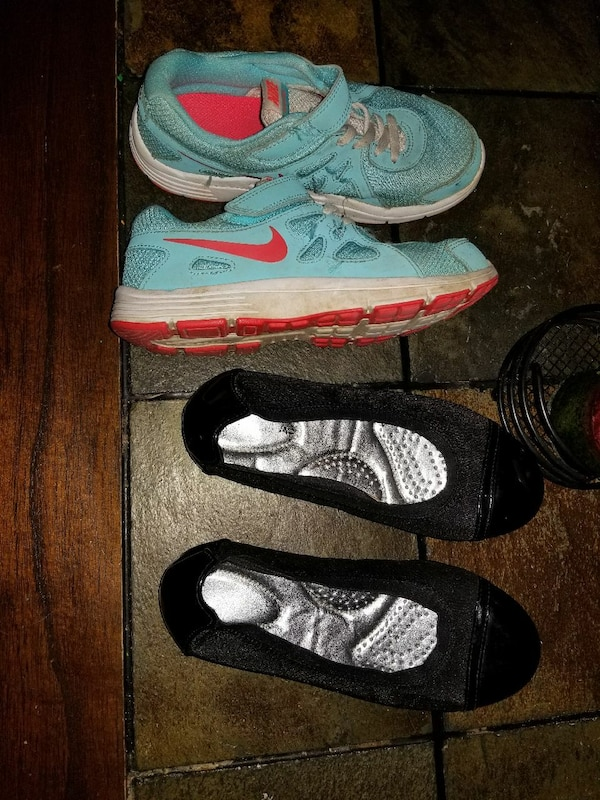 16e79d921 Used blue Nike sneakers and black flat shoes for sale in Bell City - letgo