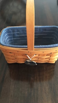 2002 longaberger candle basket. Comes with liner, protector and tie on  Harpers Ferry, 25425
