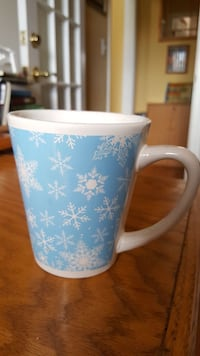 Ceramic mug with snowflake design. Like new! Winchester, 22601