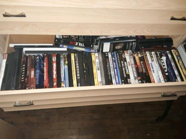 Over 100 dvds and blu rays / xbox 360 games db35e8be-a1ea-4d0c-a0f3-197331395230