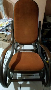 brown and black rolling armchair Hialeah, 33012