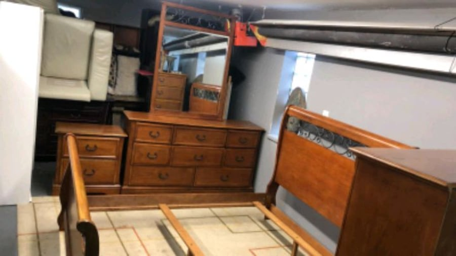 Queen bedroom set/delivery available b2301b54-7294-4698-b815-2dd497396e0a