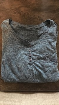 Pull-over gris-boutonné
