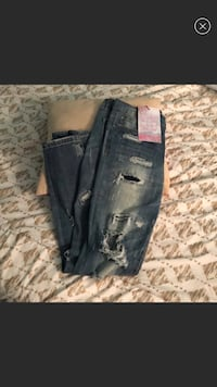 Brand new distressed jeans size 7 Northport, 11768