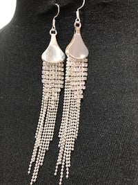 Gorgeous silver tone crystals drop earrings Keswick, L4P 3P2