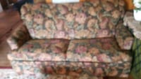 Couch w/pull out bed Topeka, 66612