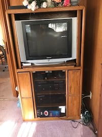 wooden tv hutch great condition  Greenbelt