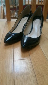 pair of black leather heeled shoes Toronto, M1E 3A5