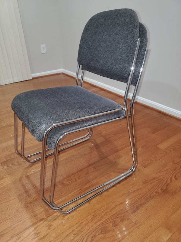 2 chairs  33da8b39-8044-41d9-8cb9-80f7556928c0