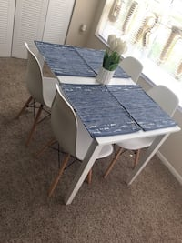 Mid century table and 4 chairs (white) Winter Park, 32792