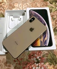 Gold iPhone xs max with box  Los Angeles, 90025