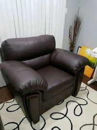 Leather couch 553 km
