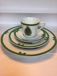 Christmas plates : 6 complete sets (dinner, dessert, cup and saucer) Belmar, 07719
