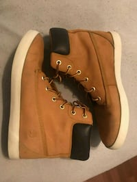 pair of brown Timberland boots 1954 km