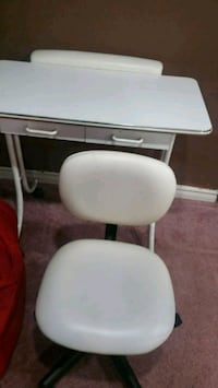 Manicure table and chair 522 km