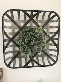 Large metal tobacco basket with wreath. Fair Oaks, 95628