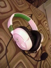 Xbox one white and green corded headphones Clinton, 84015