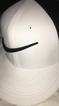 white and black Nike snapback