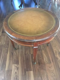 Antique rounded table . Kenosha, 53142