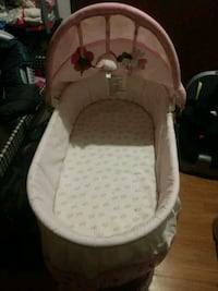 baby's white and pink bassinet Albuquerque, 87108