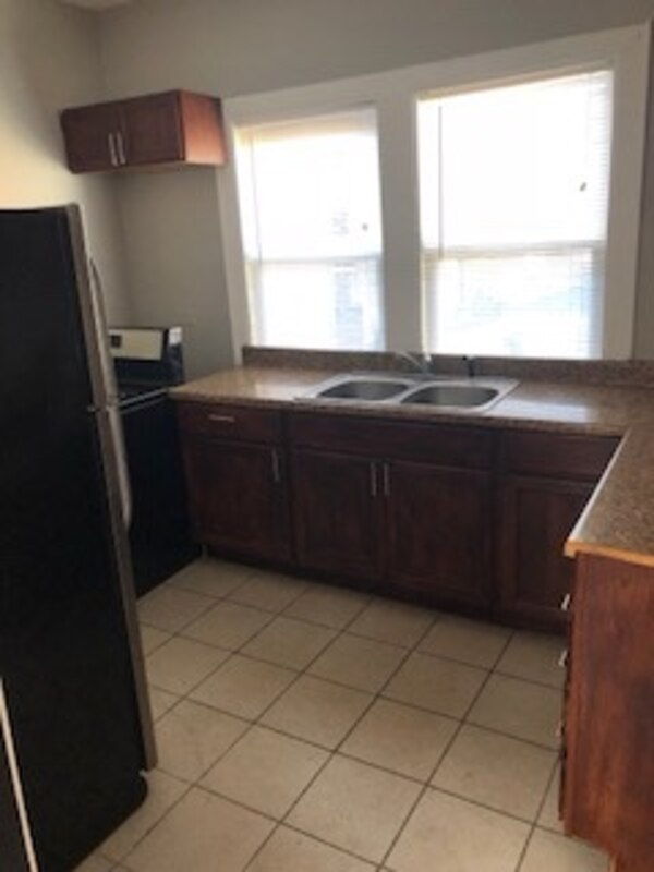 APT For rent 1BR 1BA 69th and Priarie