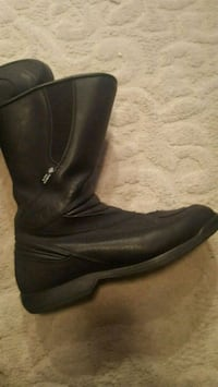 pair of black leather boots Stafford, 22554