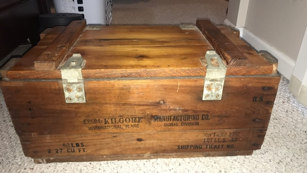Vintage   WW2 supply crate trunk