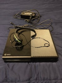 Xbox One Console with Mic and games installed on it  Urbana, 43078