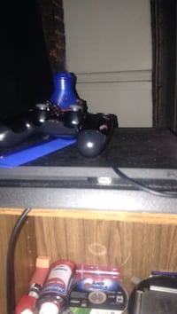 Ps4 with 1 controller and 2 games Newburgh, 12550