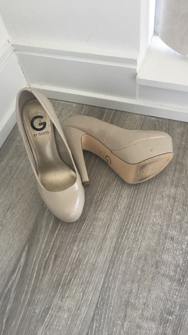 Pair of beige guess pumps size 7