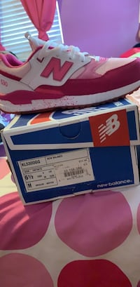 Pink & white new balance 530  Washington, 20032