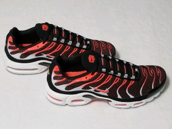 MEN'S SIZE 11.5: NIKE AIR MAX PLUS TRAINERS!!