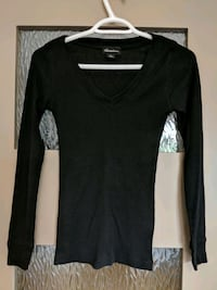 Women's thin long black sweater with v neck size s Calgary, T2E 0B4