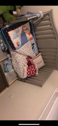 Toddler bed for sell comes with sheets and cover  Chattanooga, 37416